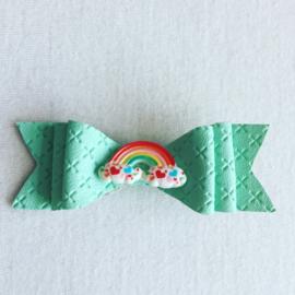 Mintkleurige haarstrik met regenboog