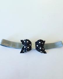 Haarbandje met strik (zwart met witte sterren)