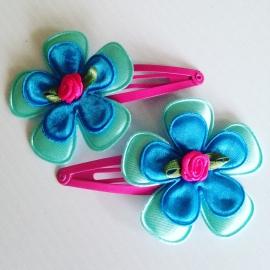 Haarspeldjes:mint/felblauw/met fuchsia roos..