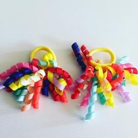 Krullie met haar elastiekje (kleurenmix)