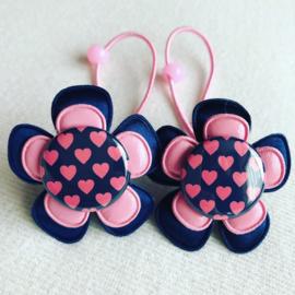 Haar elastiekjes navy met rose hartjes..