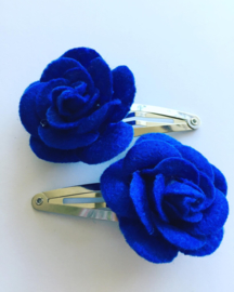 Haarspeldjes met vilten roos koningsblauw