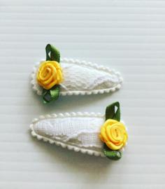 Baby Haarspeldjes wit met geel roosje