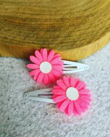 Haarspeldjes met Daisy flowers.Neon roze/glitter wit.