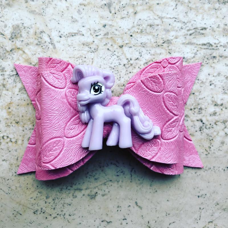 Roze haarstrik met pony