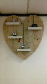 Wandbord hart gebruikt steigerhout met wit