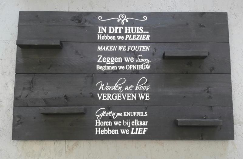 Wandbord steigerhout met tekst In dit huis...