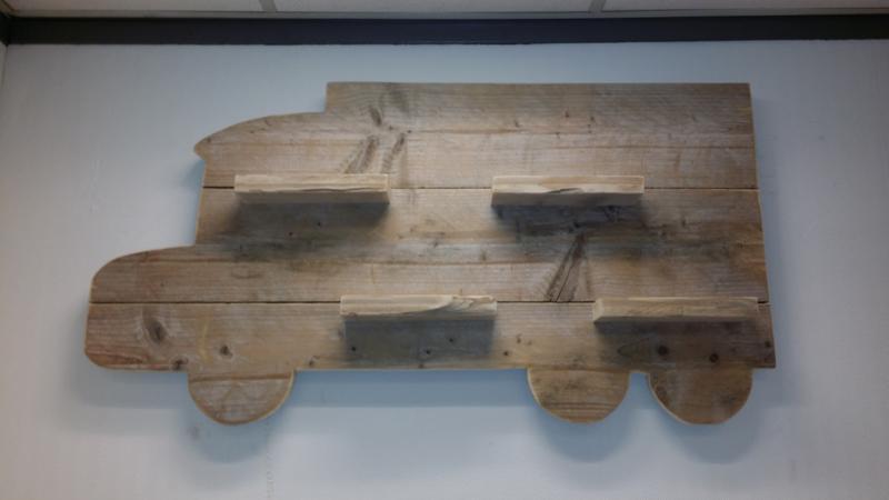 Wandbord Vrachtwagen gebruikt steigerhout