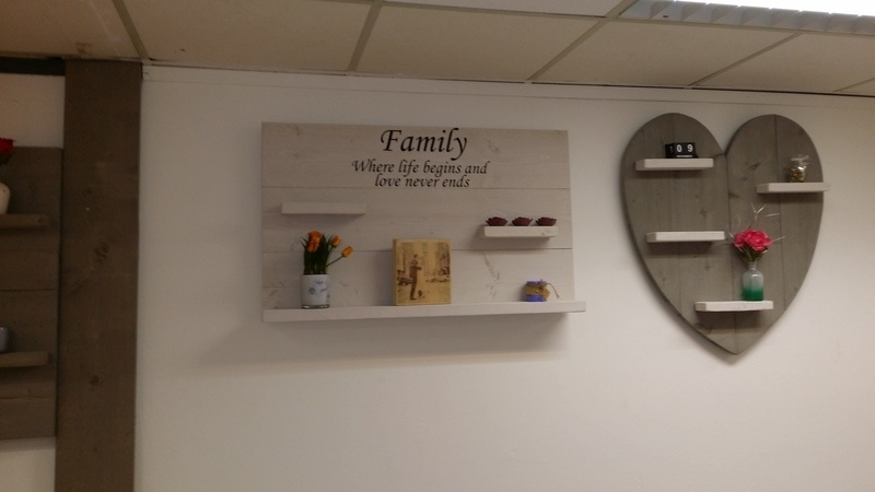 Wandbord steigerhout met tekst Family