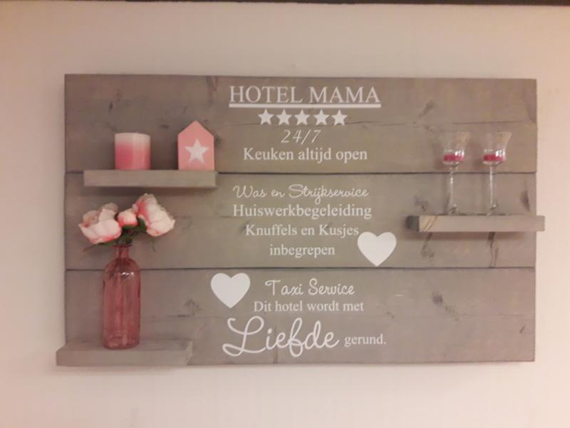 Wandbord steigerhout hotel mama