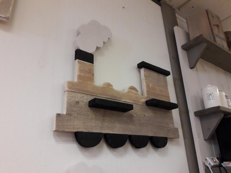Wandbord trein steigerhout