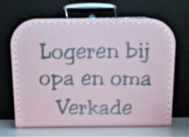 Koffertje met tekst: Logeren bij opa en oma ......