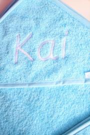 Luxe XL badcape lichtblauw met naam geborduurd 100 * 100 cm