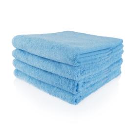 Handdoek lichtblauw met naam geborduurd 500 gram²
