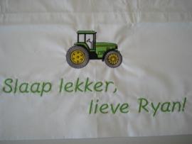 Tractor + naam/tekst geborduurd