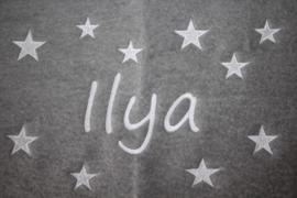 Ledikantdeken met naam + sterren geborduurd