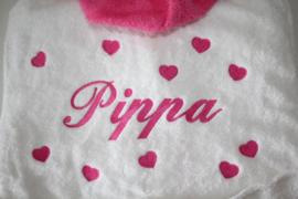 Luxe badjas met capuchon met naam + hartjes groot op de achterkant ( 2-4 jaar)