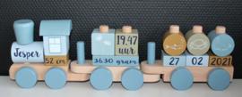 Blauwe houten trein Little Dutch met geboortegegevens