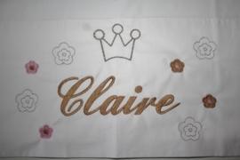 Kroon + bloemetjes + naam geborduurd