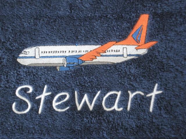 Handdoek met naam + vliegtuig geborduurd