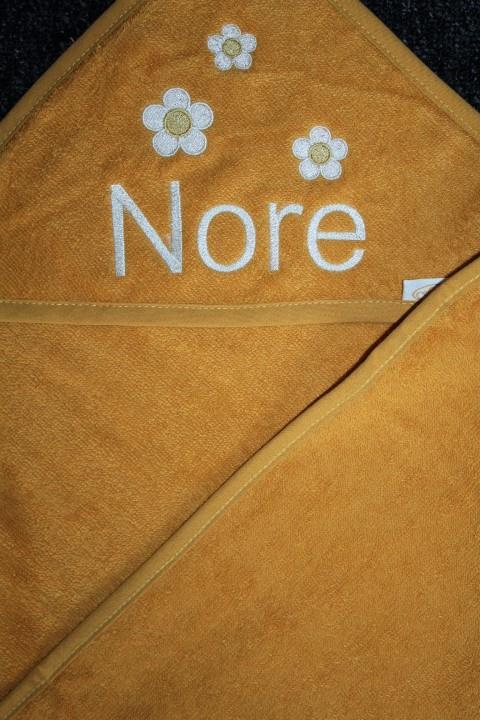 Luxe badcape met naam + bloemetjes geborduurd