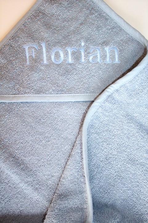 Luxe grey- blue badcape met naam geborduurd
