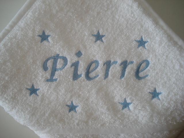 Luxe badcape  met naam + sterretjes geborduurd