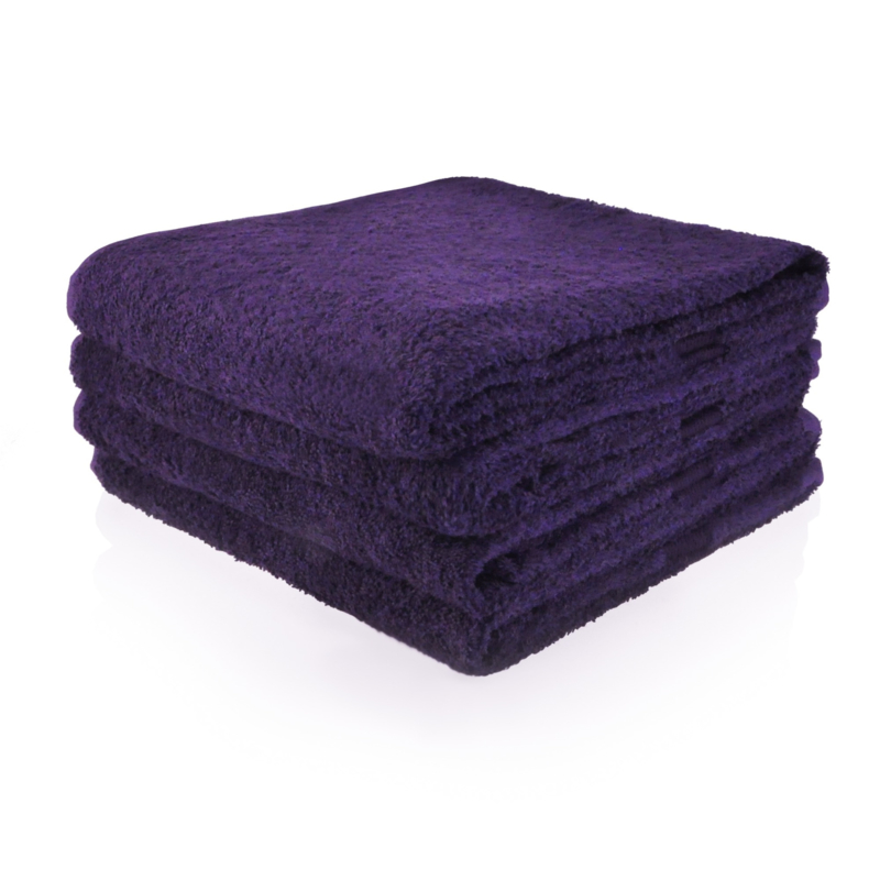 Donker paars badlaken met naam geborduurd