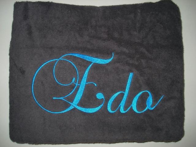 Luxe graphite- antraciet handdoek met naam geborduurd 500 gram²