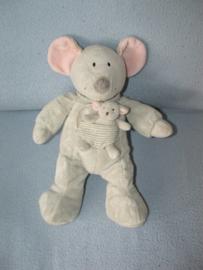 M-445  Nicotoy muis met kleintje - 32 cm