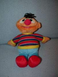 PS-861  Fisher Price Ernie uit Sesamstraat - 25 cm