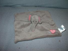 KP-1702  Babylove kroeldoekje olifant