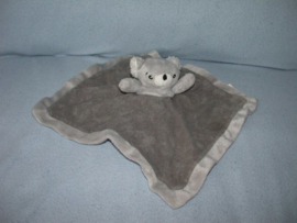 B-1420  Natalis kroeldoek koala - geborduurde neus!