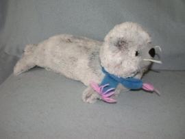 QZ-832  Onbekende zeehond met das - 50 cm