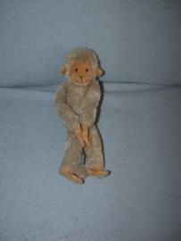 AJ-673  Happy Horse aapje Hanging Monkey nr.1  2004 - 23 cm
