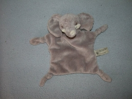 KP-825  Anna Club Plush kroeldoekje olifant