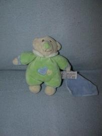 B-1096  Anna Club Plush beertje Baby Bo met doekje - 18 cm