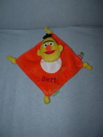 PS-955  Sesamstraat kroeldoekje Bert