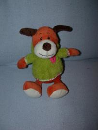 H-913  Tender Toys hond met truitje - 27 cm