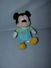 M-569  Nicotoy Mickey Mouse met kleertjes - 24 cm