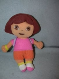 PS-882  Nanco/PMS pop Dora met rugzak - 25 cm