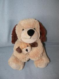 H-873  Nicotoy hond met kleintje - 22 cm