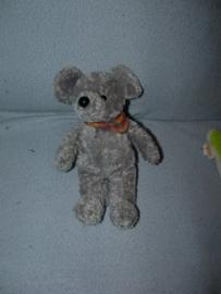 M-566  Onbekende muis met halsdoekje - 23 cm