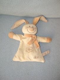 K-365  Tiamo kroeldoekje Bets the Bunny - vlekje