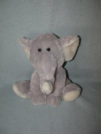 KP-1706  Family Shop olifant - 21 cm