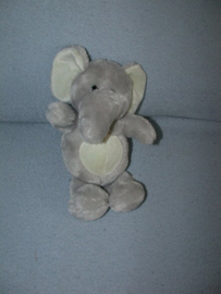 KP-1970  Family Shop olifant - 23 cm
