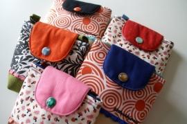 padded gadget sling-poche