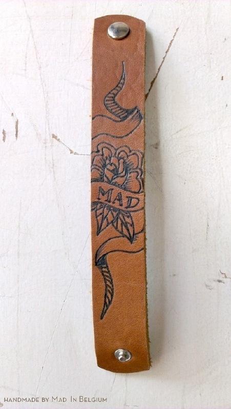 tattoo me - bloem en banner 'mad'