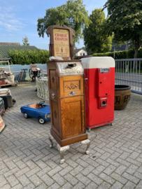 The quarterscope penny picture machine, Charlie Chaplin.