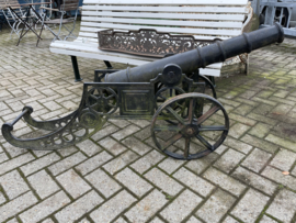 Decoratief ijzeren kanon, 20e eeuw.